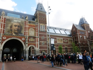 Huge line ups for the Rembrandt exhibition at Rijksmuseum