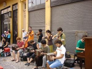 Street performers in San Telmo