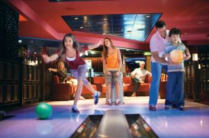 Family bowling on Allure of the Seas