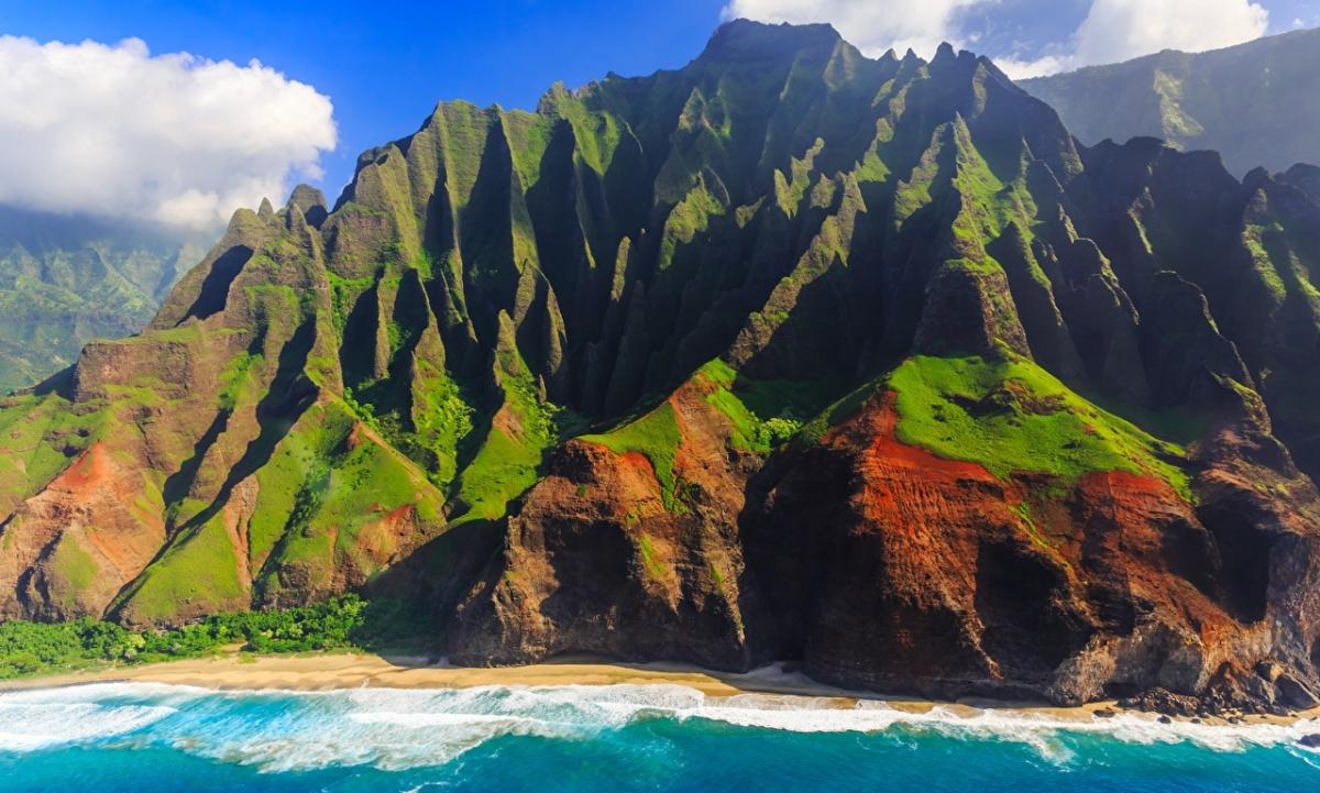 HAWAII'S STUNNING GARDEN ISLE