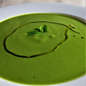 Minty chilled pea soup